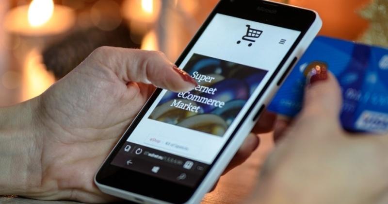 Perbedaan Marketplace dan E-Commerce