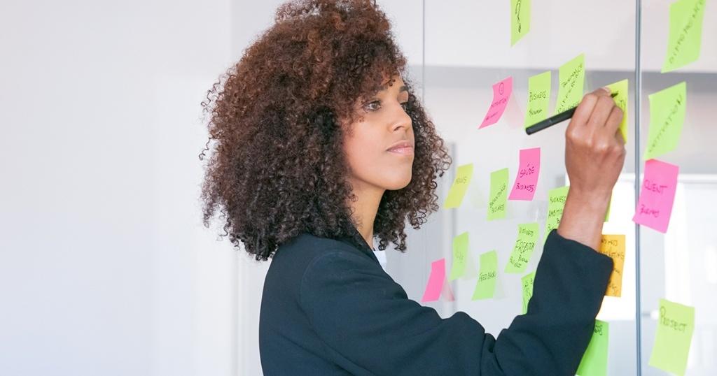 Profesi Digital Marketing Specialist : Job Deskripsi, Tugas, Kualifikasi, Dan Tanggung Jawabnya