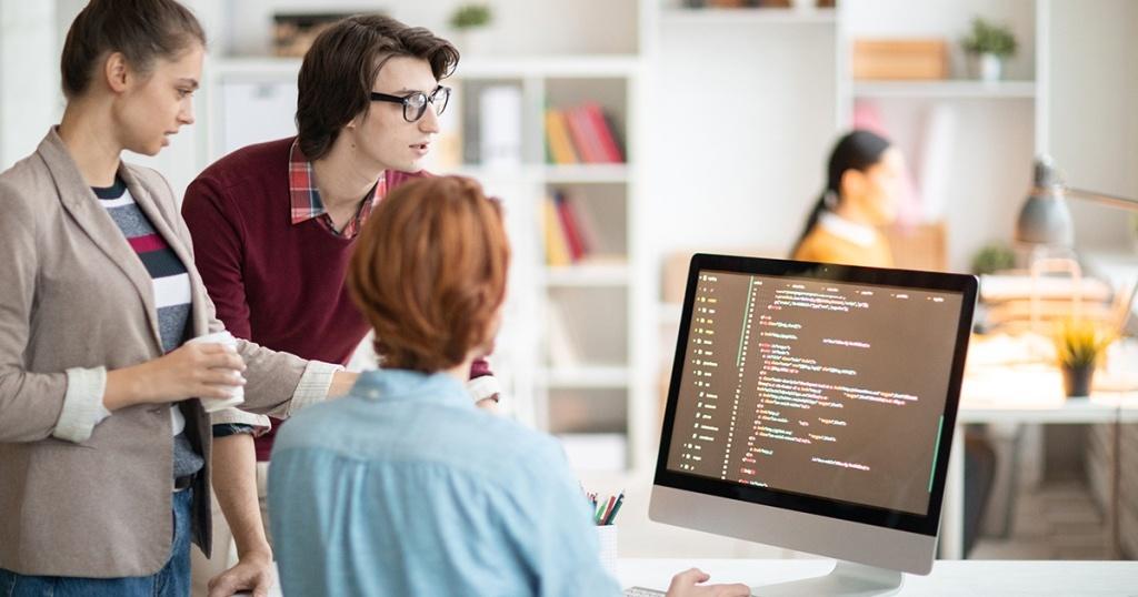 Sejarah Singkat dan Contoh Penggunaan Bahasa Pemrograman C++